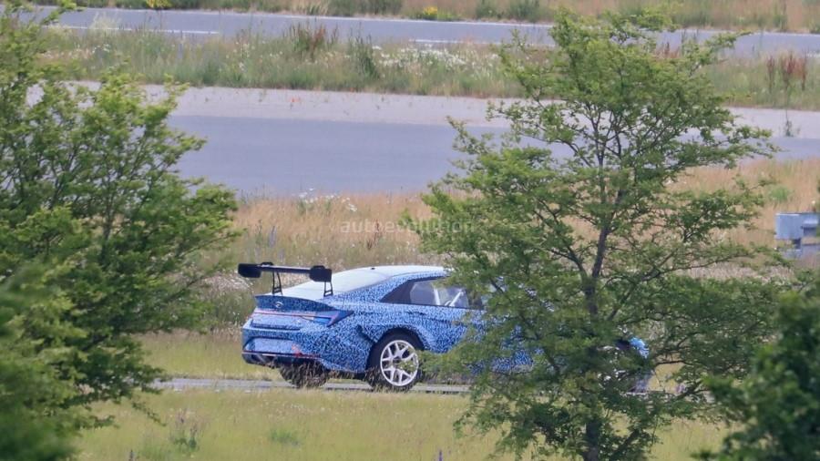 2021-hyundai-elantra-racing-car-spied-may-be-called-elantra-n-tcr_11