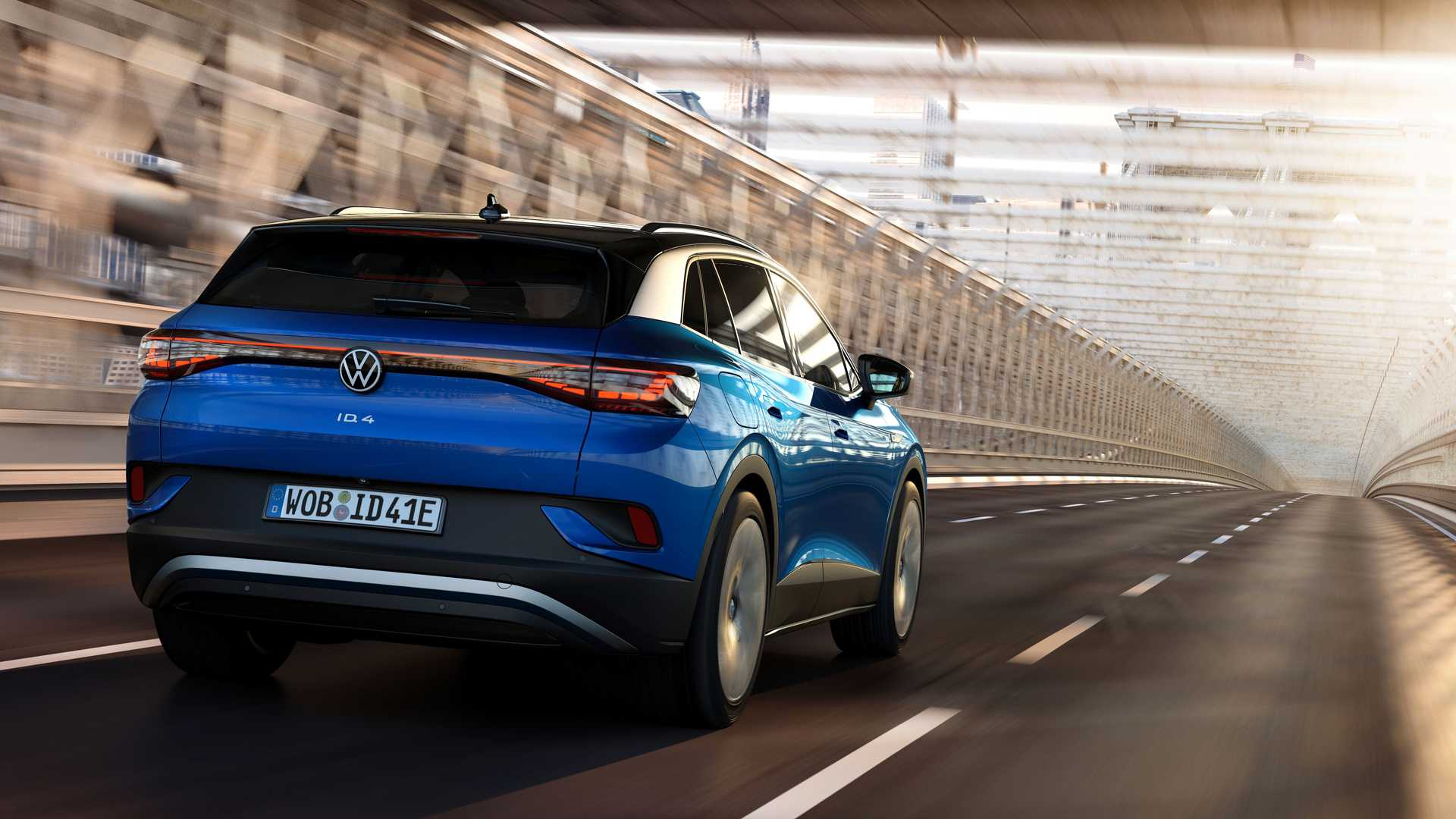 2021-volkswagen-id.4-exterior-in-motion (3)